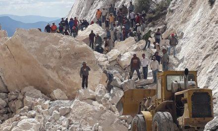 Continúa rescate de 4 mineros