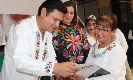 Premian a participantes de concurso de bordados de Tenangos