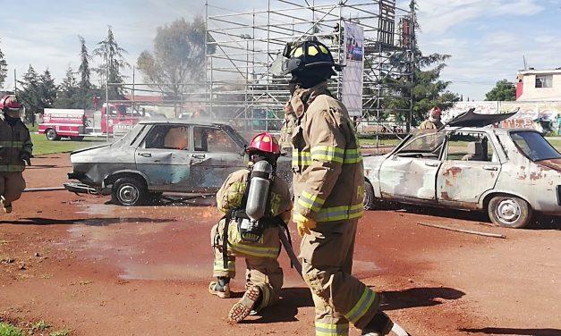 Alcaldesa reconoce a bomberos