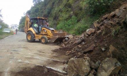 Atienden derrumbe en Molango