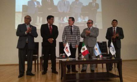 Menes presenta su libro: Tradiciones y Leyendas de Pachuca