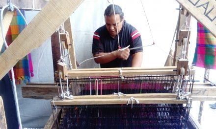 Tejidos artesanales, actividad que une cuatro generaciones
