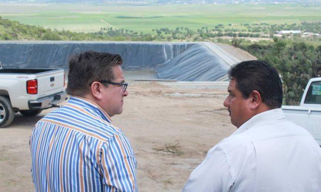 Construyen olla de captación de agua en Villa de Tezontepec