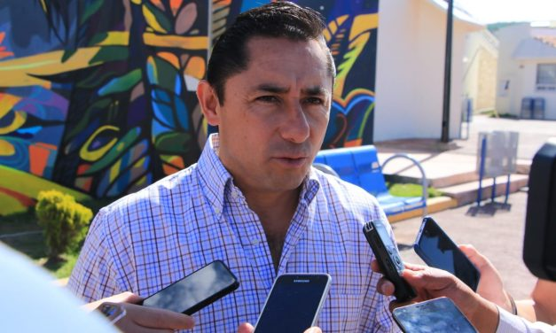 Intereses ajenos en Mercado de Pachuquilla, señala Raúl Camacho