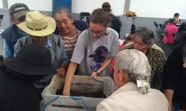 Aprenden adultos mayores elaboración de huertos urbanos