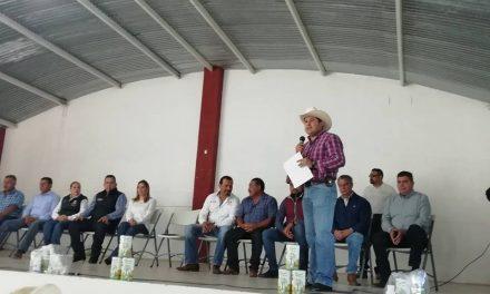 Productores de Zapotlán reciben incentivos para siembra de avena
