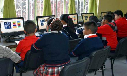 Entregan aula de medios en primaria de Acayuca