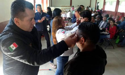 Entregan anteojos a 400 habitantes de Zapotlán