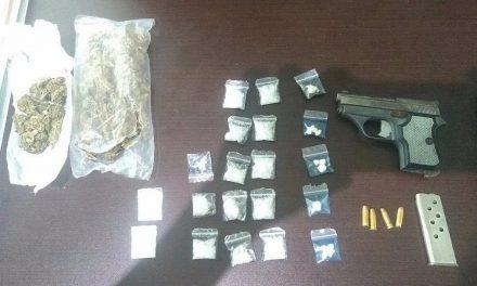 Detienen a hombres con posible droga en Huichapan
