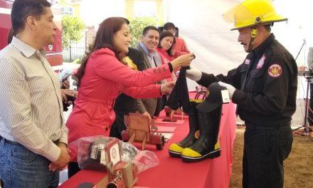 Funcionarios de Santiago Tulantepec reciben uniformes