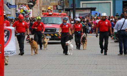 Binomios caninos y aeronaves participaron en desfile conmemorativo de Pachuca