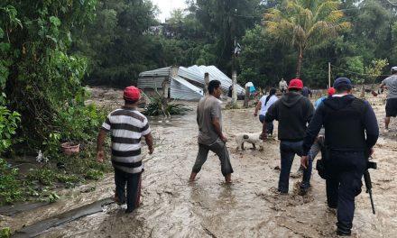Desbordamiento de río Nexapa afecta 35 viviendas