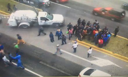 Policías Municipales son retenidos por presuntamente robar pipa de gas