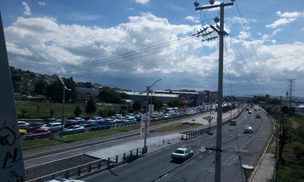 Fuga de agua provoca caos sobre Río de las Avenidas