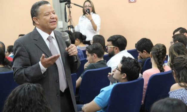 Julio Menchaca califica de «absurdo» el conflicto en el Congreso Local