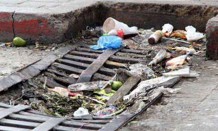 Prevalece mal hábito de tirar basura en las calles de Pachuca
