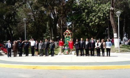 Montan guardia de honor en monumento de Josefa Ortiz