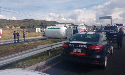 Se registra choque de camiones en Epazoyucan