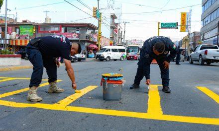 Elementos de tránsito de Tizayuca aportan material para balizar calles