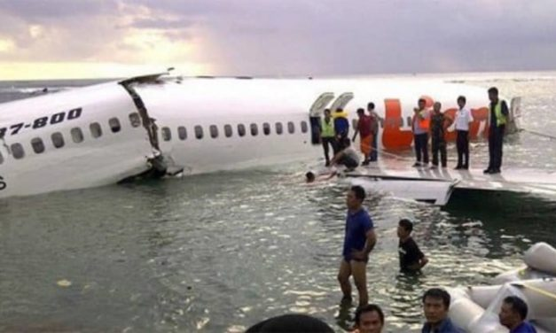 Tras avionazo en Indonesia habría 189 muertos