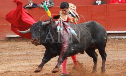 «Calita» y Valadez, triunfadores en cierre de corrida de feria