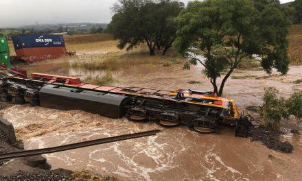 Descarrila tren en Michoacán, por las lluvias