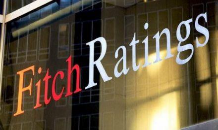 Fitch cambia a negativa la perspectiva económica de México