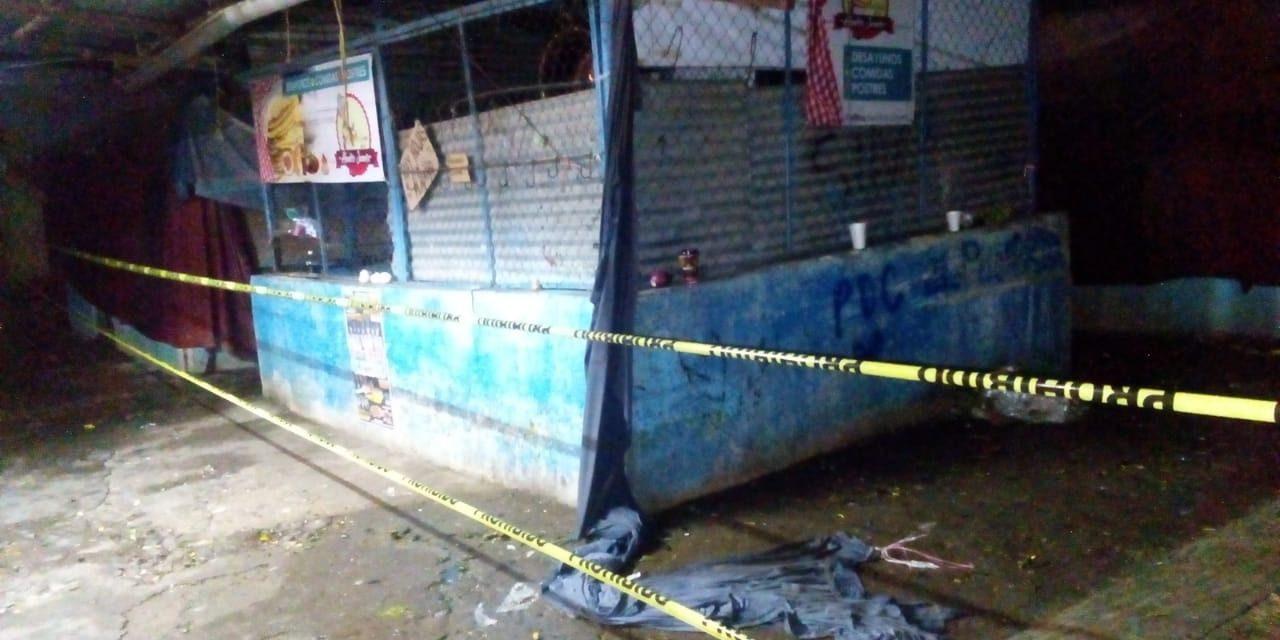 Por corto circuito se incendia mercado de Zimapán