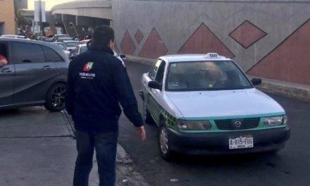 Taxistas no respetan tarifas establecidas para la Feria de Pachuca