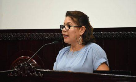 Eliminar seguro médico para legisladores locales, propone diputada de Morena