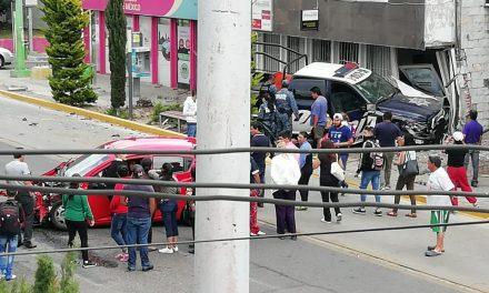 Choque entre patrulla y vehículo particular deja 3 lesionados