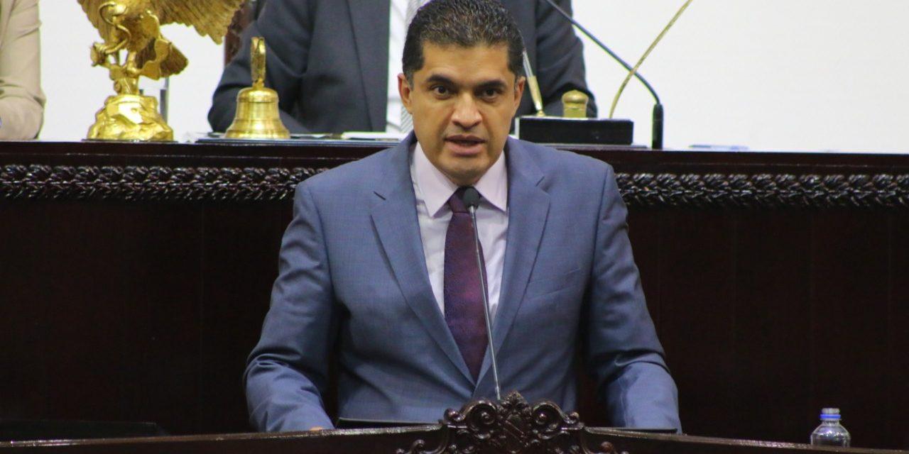Presenta Julio Valera iniciativa de igualdad educativa en otorgamiento de becas