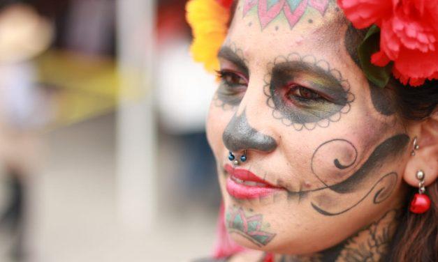 Se tatuó la cara de la catrina para rendir tributo a México