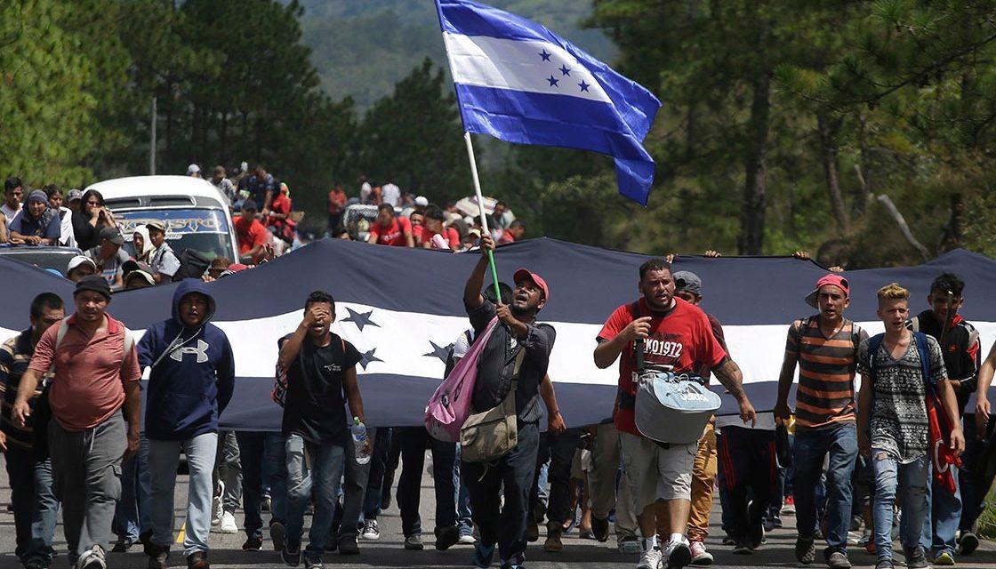 Trump amenaza con cerrar frontera si no se detiene la caravana Migrante