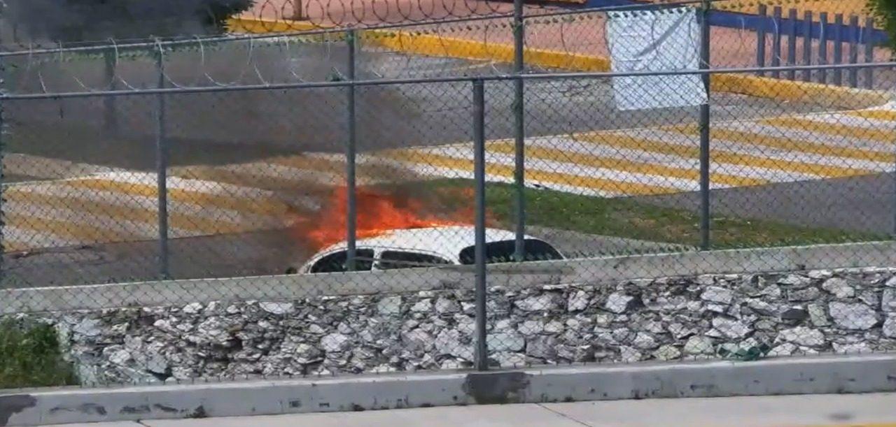 Se incendia auto en río de la Avenidas
