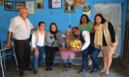 Ayuntamiento de San Salvador reconoce a adultos mayores de 100 años