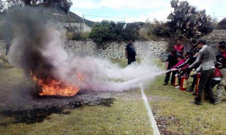 Capacitan a 28 niños y adolescentes en combate de incendios