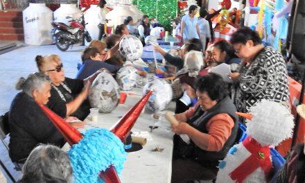 Adultos mayores aprenderán a elaborar piñatas para autoemplearse