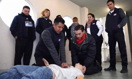 Operadores del 911 reciben capacitación en primeros auxilios