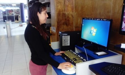 Adaptan computadoras en UPT para débiles visuales y discapacitados