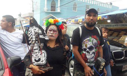 Realizan peregrinación de Santa Muerte