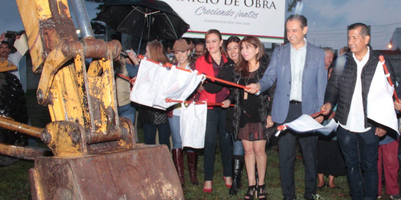 Reconstruyen acceso a Rincones de la Hacienda en Tulancingo