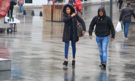 La población toma previsiones para afrontar el clima gélido
