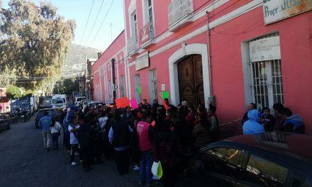 Piden restituir a profesores de la Primaria Francisco I. Madero