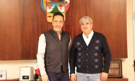 Gobernador se reúne con dirigente de MORENA, previo a la toma de protesta de AMLO