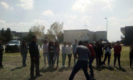 Policía de Tizayuca enseña a jóvenes métodos de autodefensa