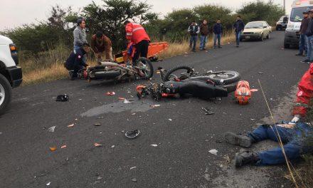 Impacto entre motocicletas deja dos lesionados en Tepeji