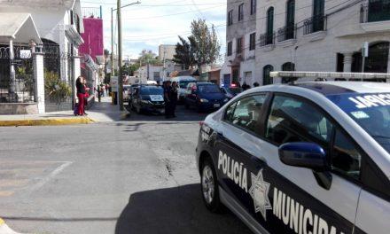 Patrulla impacta a camioneta en Belisario Domínguez