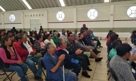 En Santiago Tulantepec ofrecen beneficios a adultos con credencial del INAPAM