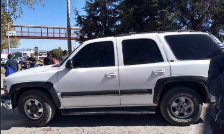 Asegura Policía Estatal a dos personas tras presunto robo de camioneta